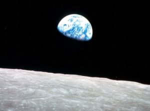 earthrise_strip